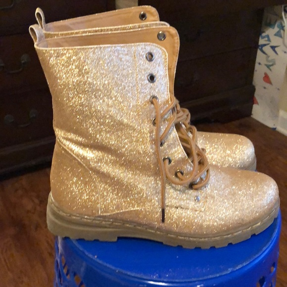 Preowned Gold Glitter Combat Boots Size